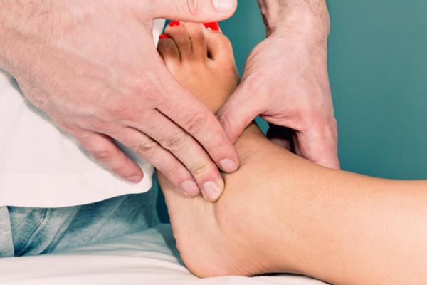 Remedii naturale pentru artrita în mâinile romania De ce se umfla picioarele? fotolii-canapele.ro