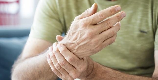 artrita simptomele mâinii atunci când stoarceți peria, durere în articulația cotului