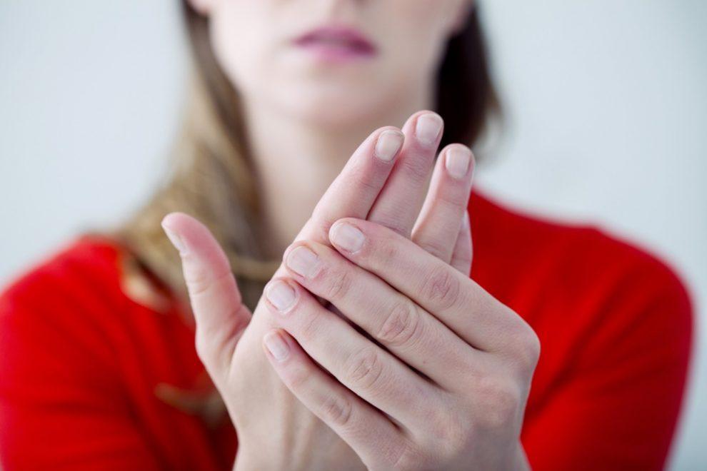 umflarea mâinii umflate durere în articulația umărului când întoarce capul