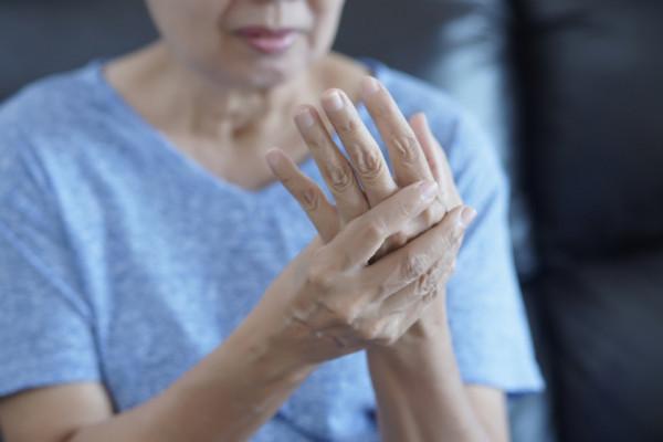 inflamația articulației pe simptomele degetului tratamentul articular al serbiei