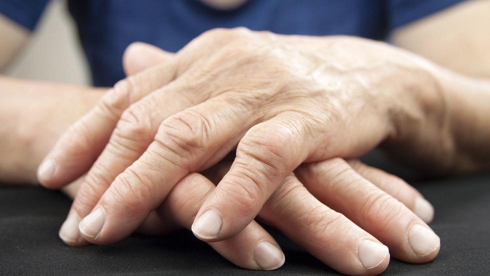 cum se tratează edemul genunchiului dureri articulare din viermi