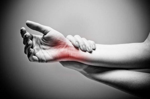 durere în articulațiile mâinii și antebraț