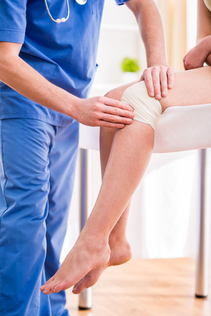 durere severă bruscă la nivelul genunchiului