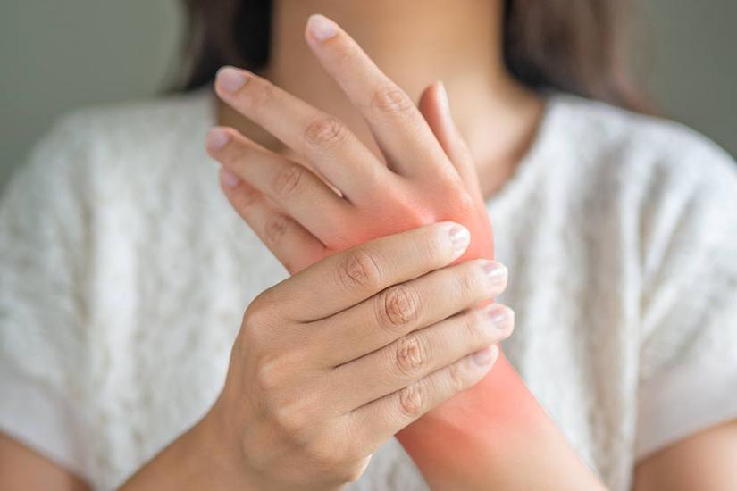 inflamația articulației pe simptomele degetului plus medicament comun