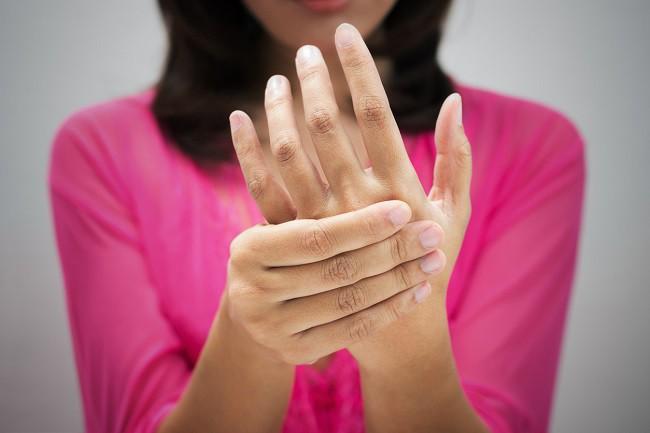 umflarea mâinii umflate picioare înghețate articulații dureroase